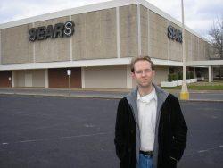 Staande voor het bedrijf Sears